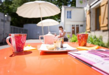 Thé / Café en Terrasse – Tours A Table Ⓒ GaelleBc